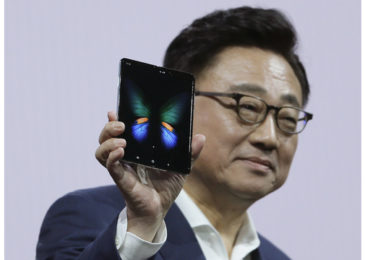 It's Samsung's swing to uncover its most current cell phone lineup