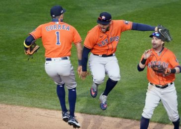 Ninth-inning rally sends Astros to Game 1 victory over Twins