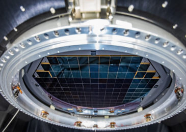 Sensors of world's biggest computerized camera snap initial 3,200-megapixel images at SLAC