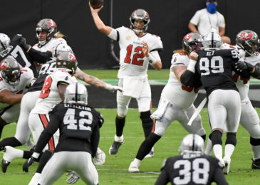 Bucs vs. Raiders: Tom Brady throws four touchdowns in 45-20 win against Raiders