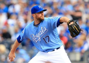 Reliever Wade Davis returns to Kansas City Royals, gets minor league contract